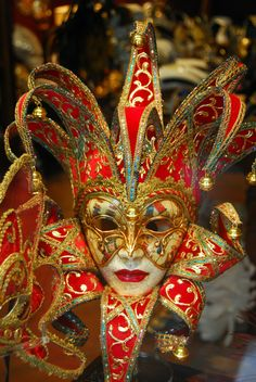 Carnival mask in red and gold. Mardi Gras Carnival, Venetian Carnival Masks, Carnival Of Venice, Venetian Masquerade, Masquerade Ball, Venice Carnivale, Venice Mask, Clowns, Costume Venitien