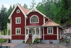 The house Bergvik of GS Sweden House - Karlsonhus ➤ Click . Swedish Cottage, Red Cottage, Cottage Homes, Sweden House, Country Home Exteriors, Red Houses, Backyard Swings, Old School House, Scandinavian Home