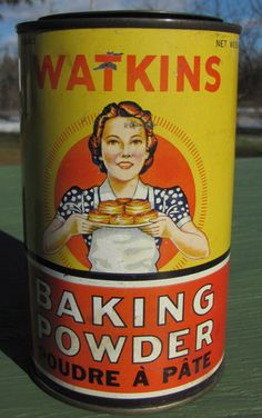 It is an old WATKINS BAKING POWDER Tin in very good condition, beautiful graphics. Weird Vintage, Vintage Keys, Vintage Type, Vintage Advertising Signs, Vintage Advertisements, Calumet Baking Powder, Tin Can Alley, Antique Shelves, Whiskey Brands