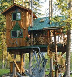 Awesome Treehouse Masters Design Ideas that will Make You Dream to Have It - DecOMG Treehouse Masters, Cool Tree Houses, Tree House Designs, Cabins And Cottages, Log Cabins, Metal Tree, Tree Tops, Little Houses, Play Houses