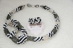 Twist of tweed - corchet beading necklace www.colectiademargele.ro Tweed, Beading, Beaded Bracelets, Crochet, Collection, Jewelry, Necklaces, O Beads, Jewellery Making