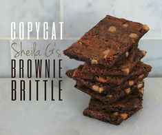 - Copycat Sheila G's Brownie Brittle The first couple of times I tried brownie brittle was actually when I& made them myself at home from a couple of different recipes I& found online. I thought they… Healthy Dessert Recipes, Gourmet Recipes, Cookie Recipes, Delicious Desserts, Copycat Recipes, Healthy Deserts, Cake Recipe With Self Rising Flour, Yummy Treats, Sweet Treats