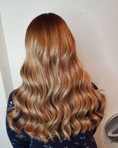 36 Light Brown Hair Colors That Are Blowing Up in 2019 - Style My Hairs Hair Color Dark, Blonde Color, Brown Hair Colors, Dark Hair, Hair Colour, Chestnut Brown Hair, Balayage Straight Hair, Low Maintenance Hair, Hair Specialist