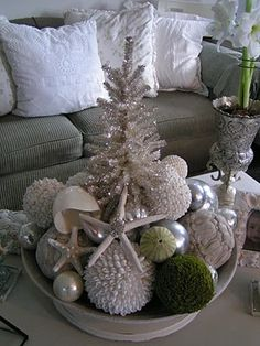 Cute centerpiece idea, especially for Xmas in a warm climate