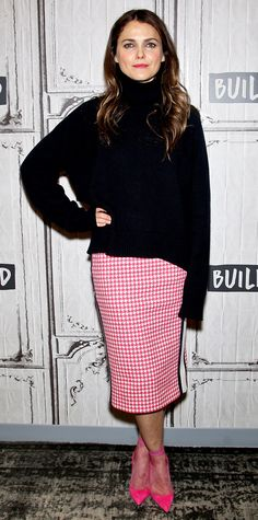 Kerri Russel was a charming pink lady in an oversized black sweater layered over a herringbone skirt. The actress accessorized with matching pink pumps and sheer socks. Celebrity Outfits, Celebrity Style, Keri Russell Style, Skirt Pic, Pink Pencil Skirt, Sweater Layering, Celebrity Red Carpet, Red Carpet Fashion, Mom Style