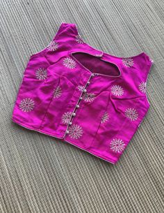 Zari Embroidery Sleeveless Blouse in Size 32