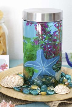 This aquarium in a jar is such a fun kid-friendly craft! Perfect for those long summer days!  I used it as a centerpiece for my beach themed party.  You can fill it with any props you like, just follow my 5 easy steps!