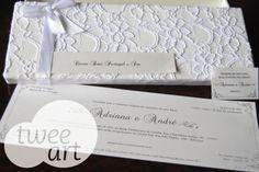Convite de casamento em caixa rendada e tag de agradecimento para guardanapo.