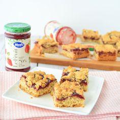 Deze aardbeien-havermout koekrepen hebben een zachte bodem, frisse fruitvulling en knapperige koekkruimels bovenop. Een perfecte combinatie!