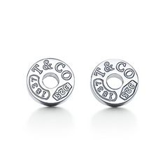 Tiffany & Co. - Tiffany circle earrings in sterling silver. from Tiffany & Co. Saved to Accessories. Tiffany E Co, Tiffany And Co Outlet, Azul Tiffany, Tiffany Online, Tiffany And Co Earrings, Tiffany Jewelry, Circle Earrings, Stud Earrings, Argent Sterling