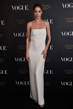 Doutzen Kroes en slip dress à la soirée des 95 ans de Vogue Paris