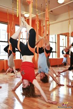 You think fun and yoga don't go together? Then, you haven't tried wall rope yoga yet. Yoga rope exercises will remind you swinging in the park as a carefree child. Asana, Fitness Del Yoga, Anti Gravity Yoga, Namaste Yoga, Cool Yoga Poses, Downward Dog, Iyengar Yoga, Aerial Yoga, Yoga Poses For Beginners