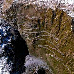 6. Passo dello Stelvio en el norte de Italia   Estas fotos satelitales te harán sentir totalmente diminuto