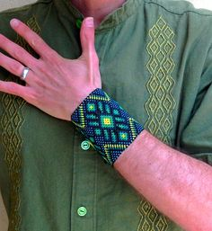 Huichol beaded bracelet: Sacred Cactus in Eyes of God by Harmonia de Luz :: [Harmony of Light] Beading Patterns Free, Bead Loom Patterns, Peyote Patterns, Bracelet Patterns, Beaded Jewelry Designs, Bead Jewelry, Jewelry Ideas, Native Beadwork, Woven Bracelets