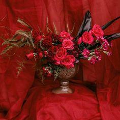 """36 curtidas, 2 comentários - As Floristas por Carol Piegel (@asfloristas) no Instagram: """"Para nós mulheres, com amor! ❤️ ⠀⠀⠀⠀⠀⠀⠀⠀⠀ Foto @carolritzmann ⠀⠀⠀⠀⠀⠀⠀⠀⠀ #8demarzo #8demarco…"""" 36, Christmas Wreaths, Holiday Decor, Instagram, Design, Women, Florists, Ladies Day, Amor"""