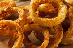 Flourless Crunchy Onion Rings in the Air Fryer Here is an air fryer owners dream come true. These are my crunchy onion rings that are completely gluten free and will have you begging for more. Tempura, Onion Rings Air Fryer, Air Fryer Recipes Onion Rings, Fingers Food, Sauce Tartare, Air Frier Recipes, Actifry Recipes, Air Fried Food, Cuisine Diverse