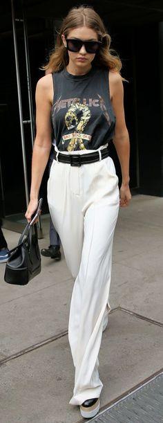 """Apertem os cintos que 2017 vai trazer um montão de novidades bacanas no assunto """"calças"""", pessoal! Definitivamente o reinado absoluto das calças skinny acabou, e agora é a vez dos model…"""