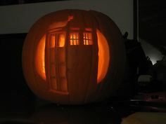 Doctor Who Tardis pumpkin for halloween! The Tardis, Doctor Who Tardis, Holidays Halloween, Halloween Fun, Fright Night, Halloween Pumpkins, Pumpkin Carving, Geek Stuff, Cool Stuff