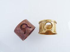Anillos de cobre (izquierda) y bronce (derecha) de Felipe Rojas.