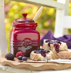 Lækker opbavaring af marmeladekrukke fra Le Creuset #inspirationdk #køkken #køkkenudstyr