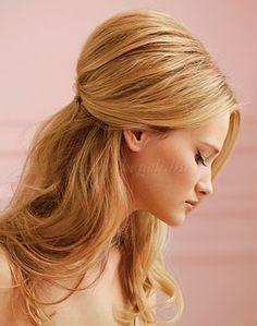 félig leengedett női frizura