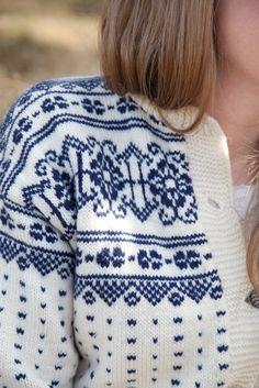 Livs Lyst: Søkeresultat for Kofte. Vogue Knitting, Hand Knitting, Norwegian Knitting, Fair Isle Pattern, Hand Knitted Sweaters, Fair Isle Knitting, Knit Jacket, Knitwear, Knitting Patterns