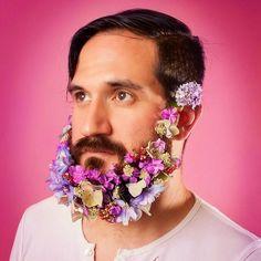 Flores na barba também pode. E é muito bonito