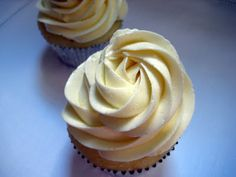 Pucker Up,lemon cup cakes with lemon butter cream frosting!Tish Boyle Sweet Dreams: