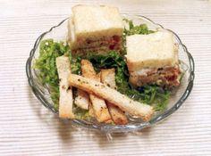 Receita de Bolo de Atum no Pão de Forma - pão de forma, atum, tomate, cebola, salsão desidratado, alho, maionese, leite, caldo de carne, margarina Qualy , milho verde, amido de milho,