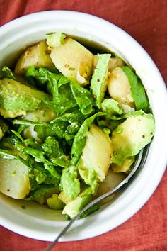 I love potato salad so this looks like a good twist on it, must try one day. Lemon, mustard and avocado potato salad. Think Food, I Love Food, Good Food, Yummy Food, Tasty, Vegetarian Recipes, Cooking Recipes, Healthy Recipes, Cooking Tips