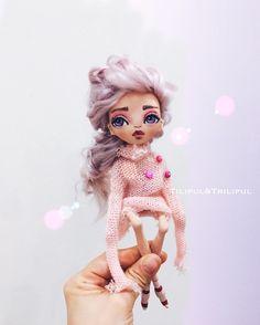 Кукла ручной работы , интерьерная. Грунтованный текстиль.100%хлопок. Наполнение морской песок, холофайбер. Рост около 20см, сидит , руки и ноги двигаются , волосы натуральные( козочка) можно делать причёски.Одежда не снимается. Стоимость 6700+ почта❗продана❗