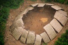 Une série de nouvelles photographies aériennes de la tribu Moxihatetema isolée en Amazonie soulignent l'importance de protéger leur territoire contre la menace croissante de l'exploitation minière illégale. Les images ci-dessous nous montrent les membres de la tribu Moxihatetema postésà l'intérieur d'une structure circulaire commune appelée shabono. Ces photos ont été prises il y a quelques …