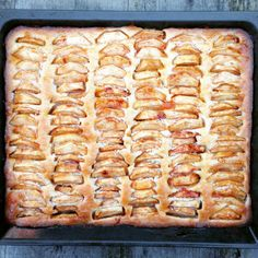 Appelplaattaart – Uit de keuken van Lein Dutch Recipes, Sweet Recipes, Baking Recipes, Cake Recipes, Dessert Recipes, Food Cakes, Cupcake Cakes, Cupcakes, Delicious Desserts