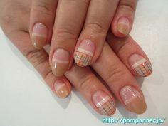 ベージュが2色のまっすぐフレンチネイル Beige is straight French nail two colors. White, gray, and drew a plaid to use the Red Burberry color. It is autumn fashionable design