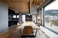 Salle à manger avec grande table