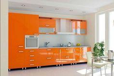 Оранжевая кухня наполненная светом