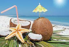 La costa norte de Colombia es muy conocida por sus playas, comida, rumba y bebidas que nos dejan felices en cualquier ocasión. Muchas de ellas contienen frutas exóticas como el maracuyá o el coco.Te cuento que cuando visito ciudades como Cartagena donde me encanta sentarme a la orilla del mar y disfruto de un r
