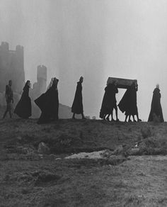 "I prefer Grey. Scene from ""Nosferatu, eine Symphonie des Grauens"", by F. Harry Potter Kunst, Fanart Harry Potter, Dracula, Southern Gothic, Arte Horror, Film Stills, Satan, Dark Art, Witch"