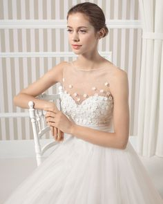 8S108 LAK | Wedding Dresses | 2015 Collection | Luna Novias (close up)