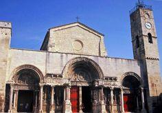 L'Abbatiale Saint-Gilles, l'un de nos sites gardois inscrits au Patrimoine Mondial de l'Humanité par l'UNESCO Rome, Unesco, Gilles, Saint Jacques, Notre Dame, Barcelona Cathedral, Earth, France, Building