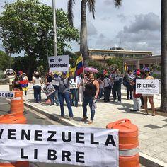 #nomas dictadura! Avalancha de Venezolanos viviendo fuera del país reclama libertad. Venezuela libre!
