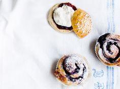 Mustikkapullat / Blueberry buns / Kotiliesi.fi / Kuva/Photo: Riikka Hurri/Otavamedia