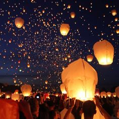 I would love to have a night wedding and let go of paper lanterns like this!!