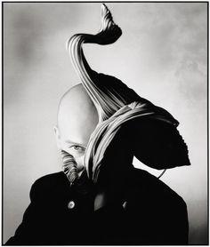Milliner Stephen Jones ( a hat artist ) by Nick Knight Nick Knight Photography, White Photography, Portrait Photography, Fashion Photography, Artistic Photography, Yohji Yamamoto, Stephen Jones, Knight Art, Portraits
