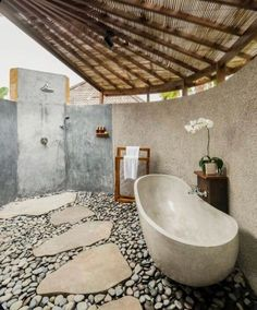 We know its still January, but we are just LOVING these outdoor baths for today's 😍😍😍   Would you love an outdoor tub? Boho Bathroom, Modern Bathroom, Small Bathroom, Bathroom Ideas, Minimalist Bathroom, Bathroom Black, Contemporary Bathrooms, Bathroom Designs, Outdoor Bathtub
