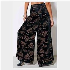 ☯w26 band of gypsies burnout velvet wide leg☯ Really cute bell bottoms/trouser/flowy pants bohemian hippie festival gypsies style I was hoping to wear without heels but it's too long for me. I'm 5'5 not very long legs pictures borrowed from original seller! New condition tag says size 0 but please see ➡︎MEASUREMENT: waist 26 rise 11 inseam 33! #unif #freepeople #uo Band of Gypsies Pants Wide Leg