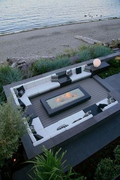 Contemporary by jonathan craggs garden design