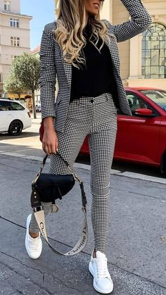 50 Amazing Women Suits and Sneaker Trend Educabit - 50 Amazing Women Suits and Sneaker Trend Educabit Source by emmaulbricht - Casual Work Outfits, Mode Outfits, Classy Outfits, Stylish Outfits, Womens Business Casual Outfits, Women Work Outfits, Business Casual Sneakers, Sexy Business Casual, Ladies Outfits