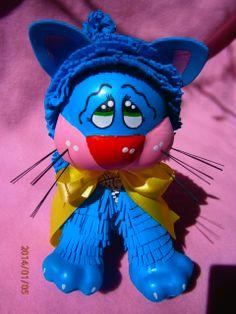 gato de goma eva azul