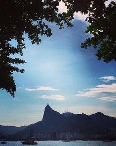 Como fazer uma mala para várias temperaturas e lugares? Uniqlo, Mountains, Nature, Wallpapers, Travel, The Journey, Beautiful Landscapes, Sidewalk, Rio De Janeiro